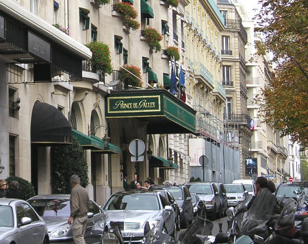 Hotels near the Arc de Triomphe in Paris France